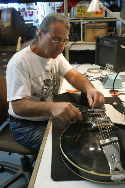 Master Luthier Ron Jones